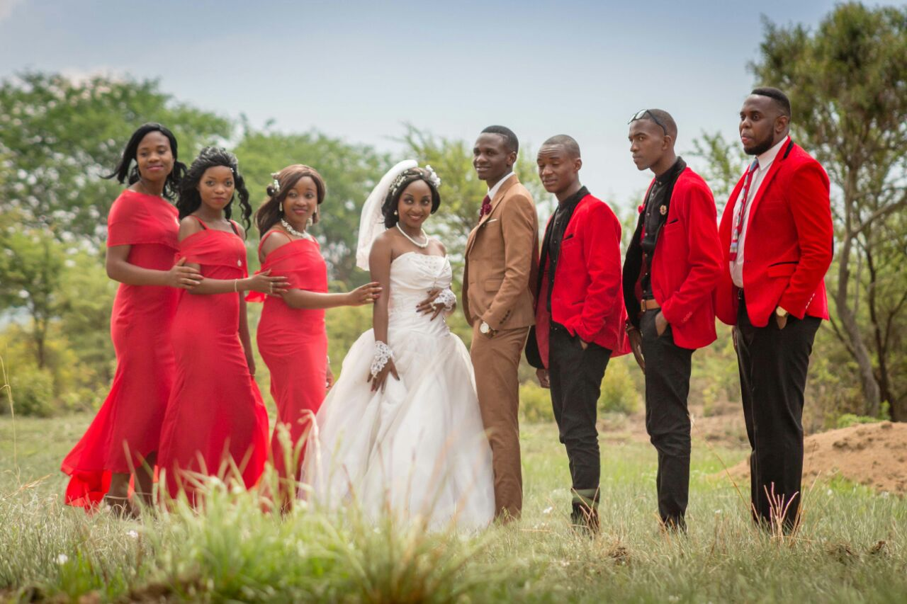 Wedding Expos Africa - Rudo Wuragu and Gamaliel Madindi pose for photographs with their bridal team