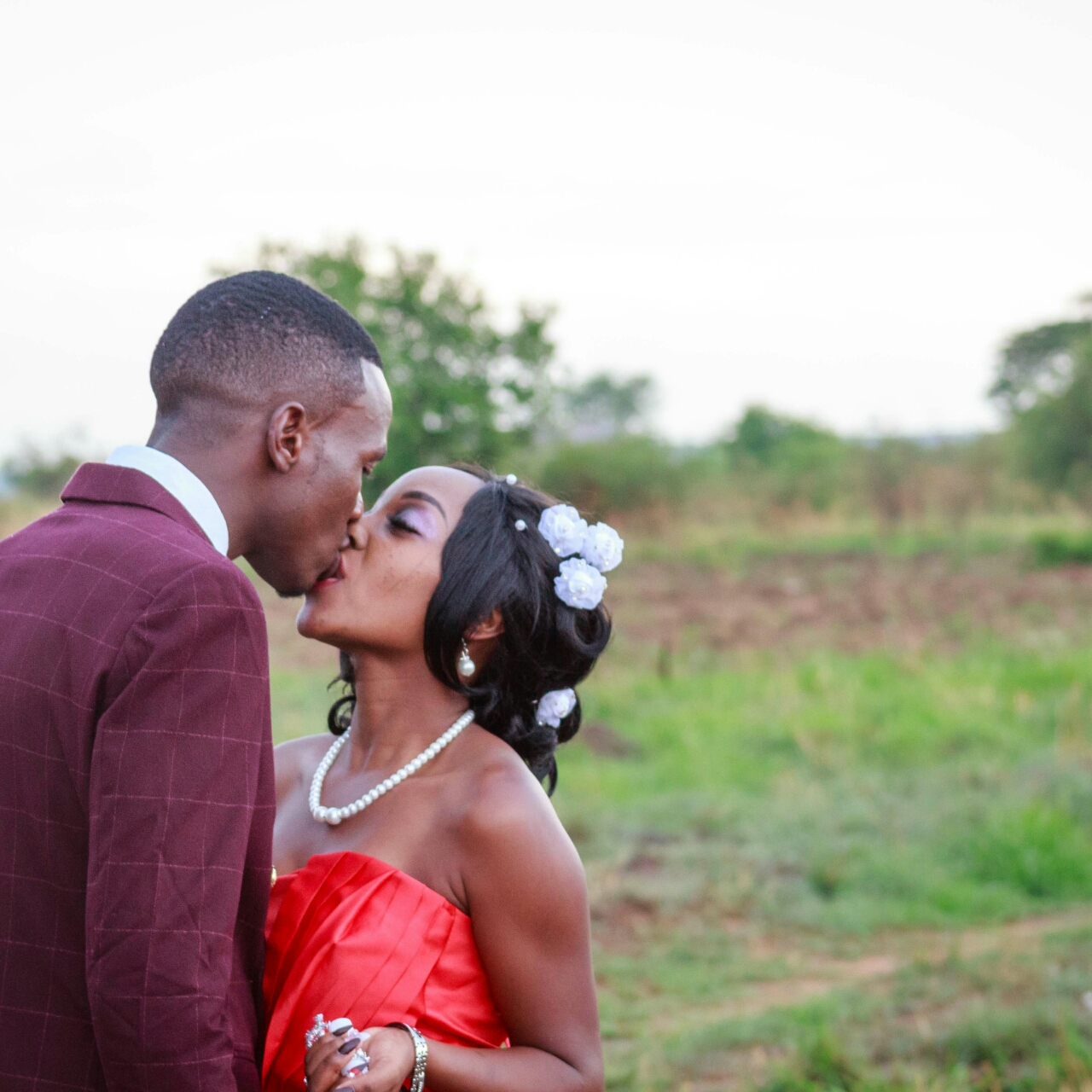 Wedding Expos Africa - Rudo Wuragu and Gamaliel Madindi share a romantic moment during the photoshoot